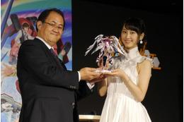 ガンダム最新作はガンプラバトル、2013年10月放送開始 ファン第1号にSKE48松井玲奈さん 画像