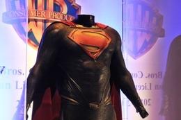 「マン・オブ・スティール」スーパーマン新スーツ 一般初公開 25日までTOHOシネマズ六本木 画像