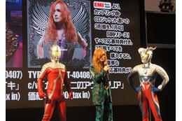 高見沢俊彦、東京おもちゃショーで「ウルトラマン列伝」新主題歌を熱唱 画像
