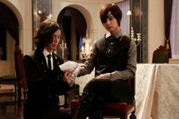 黒執事の水嶋ヒロ、剛力彩芽の衣装展示中 ガラアーベント直営店で 画像