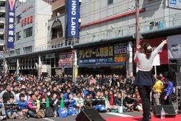 日本橋ストリートフェスタ2014 原由実が故郷・大阪で凱旋ステージ 画像