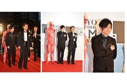 梶裕貴さん、巨人くんレッドカーペットに登場 東京国際映画祭を「進撃の巨人」が進撃 画像