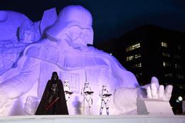 史上最大級、さっぽろ雪まつりに巨大ダース・ベイダー大雪像が完成 画像