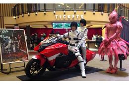 「HONDA NM4-02 紅天蛾version」新宿バルト9に登場 「劇場版 シドニアの騎士」より 画像