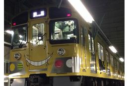 「殺せんせーラッピング電車」が西武鉄道に登場 真っ黄色の車両で作品をPR 画像