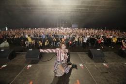 藍井エイル、フランスで5000人を熱狂させる パリ・JAPAN EXPOに出演