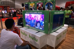アニメエキスポ2015で主役に踊りだした動画プラットフォーム 競争激化でライセンス料も急伸