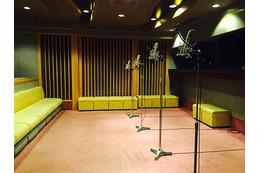 「おそ松さん」2015年秋放送に向け アフレコ現場では豪華声優陣が熱演中