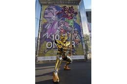「牙狼 -紅蓮ノ月-」が新宿をジャック 黄金騎士ガロも登場 画像