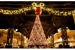 パークが華やかなクリスマス一色に!「ディズニー・クリスマス」開幕