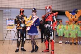 映画「仮面ライダー」内田理央が警視庁の1日隊長 ゴースト、ドライブと表敬訪問