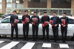 乙女ロードにリムジン、イケメンが赤いバラをプレゼント 「ボーイフレンド(仮)」2周年記念 画像