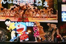 ドラえもんが新日本プロレス・棚橋、真壁選手を応援 東京ドームに駆けつけた 画像