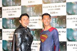 「バットマンVSスーパーマン」川崎宗則と槙野智章が二大ヒーローに ヘディングでも乱れない七三分けを披露 画像