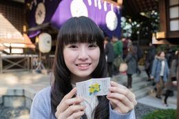 「あんハピ♪」 花守ゆみりがヒット祈願、東京大神宮でおみくじにも挑む 画像