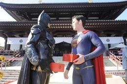 バットマン、スーパーマンが「豆まき」 増上寺「節分追儺式」で正義をアピール 画像