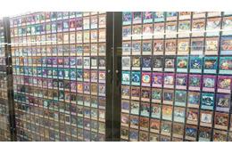 新宿駅に「遊戯王」 これまで発行された全7649カードを展示、幻の「青眼の究極竜」も