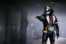 「劇場版 仮面ライダーゴースト 100の眼魂とゴースト運命の瞬間」謎の敵・ダークゴーストが登場