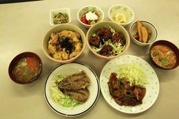 TVアニメ「となりの怪物くん」×立命館大学 学食のコラボメニューを食べてみた! 画像
