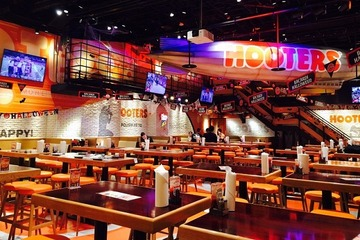 HOOTERS 新宿店