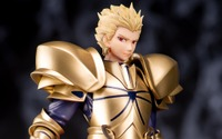 "「Fate/EXTELLA」ギルガメッシュ、宝具""乖離剣エア""を片手にフィギュア化! 威風堂々とした佇まいに注目 画像"