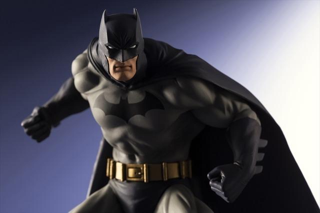 バットマン」ブルーコスチュームスタイルで立体化!マッシブな