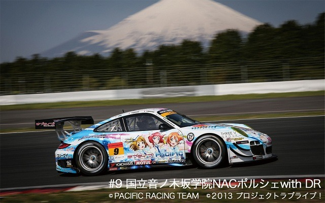 PACIFIC RACING TEAM#9「国立音ノ木坂学院 NAC ポルシェ with DR」(c)PACIFIC RACING TEAM