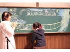「暗殺教室」EDで盛り上がった ア―ティストmoumoonと黒板アートの白石慶子のライブ