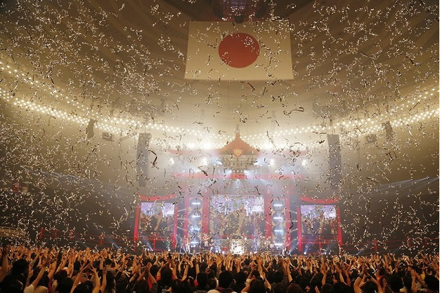「T.M.R. NEW YEAR PARTY '14 LIVE REVOLUTION」