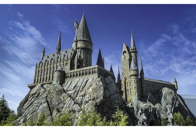 USJホグワーツ城 HARRY POTTER, characters, names and related indicia are trademarks of and (c) Warner Bros. Entertainment Inc. Harry Potter Publishing Rights (c) JKR.    (s14) 写真提供:ユニバーサル・スタジオ・ジャパン