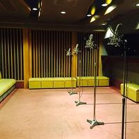 「おそ松さん」2015年秋放送に向け アフレコ現場では豪華声優陣が熱演中 画像