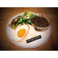 "「""GINO THE CAFE""in TOWER RECORDS CAFE」ブラックミートプレート 1,350 円(C)PSYCHO-PASS Committee"