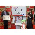 「よつばと!」ダンボーが東京中央郵便局一日局長 ゆうパック仕様で大活躍