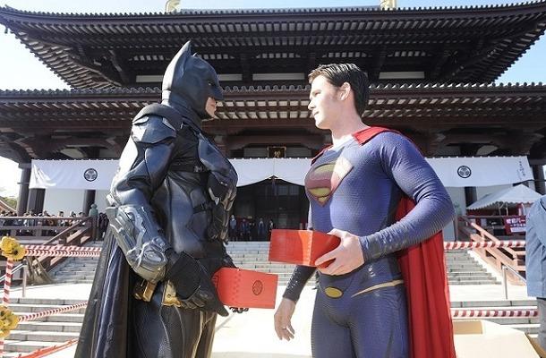 バットマン、スーパーマンが「豆まき」 増上寺「節分追儺式」で正義をアピール