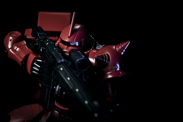 「機動戦士ガンダム×ISETAN WELCOME TO ZEON」HG1/144 シャア専用ザクII 伊勢丹限定リミテッドカラーVer.2,700円(C)創通・サンライズ