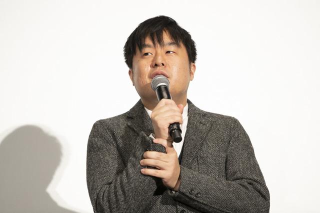 「塩谷直義監督」(C)サイコパス製作委員会