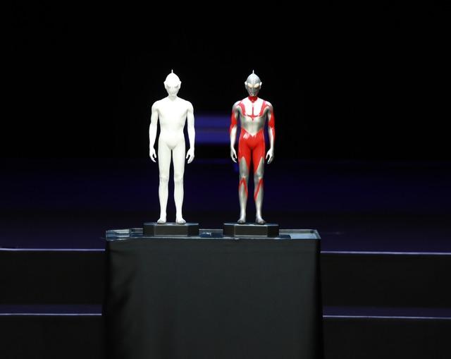 『シン・ウルトラマン』「ウルトラマン 第一号雛型(素体立体物による形状検証用)」(写真左)「ウルトラマン 第二号雛型(着彩済立体物による体表ライン検証用)」(写真右)(C)2021「シン・ウルトラマン」製作委員会