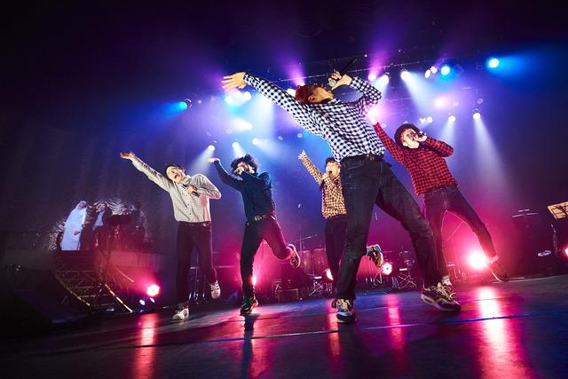 「THE REAL AKIBA BOYZ ONEMAN LIVE-SUPER FRESH BAND LIVE-」ステージの様子 写真/AYATO.