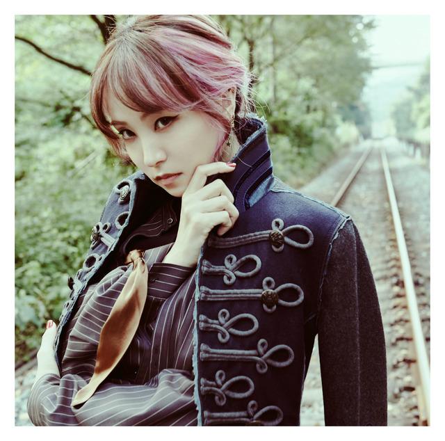LiSA 17thシングル「炎」(通常盤ジャケット)
