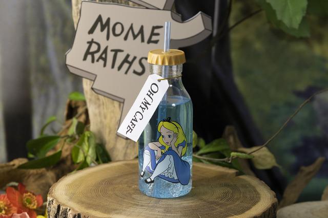 「『ディズニー ふしぎの国のアリス』OH MY CAFE」<アリス>泣かないで!チェリーパイ風ドリンク990円/クリアボトル付き+1,500円(C)Disney
