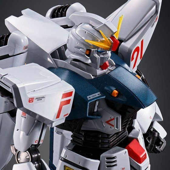 「MG 1/100 ガンダムF91 Ver.2.0[チタニウムフィニッシュ]」9,680円(税込)(C)創通・サンライズ
